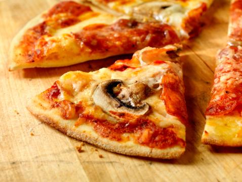 Crunchy「Slice of Pepperoni and Mushroom Pizza」:スマホ壁紙(18)