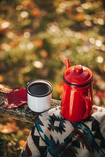 かえでの葉「秋のコーヒー」:スマホ壁紙(4)