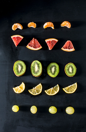 Kiwi「Fruit slices arranged in rows」:スマホ壁紙(13)