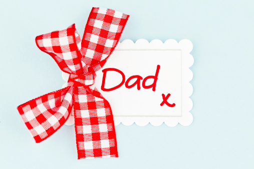 父の日「ギフトのタグのパパ」:スマホ壁紙(11)