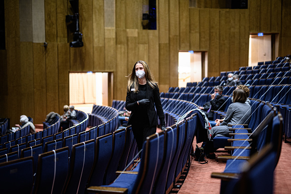 T 「Mustn't The Show Go On? A Dusseldorf Theatre Adapts To Covid-19 Rules To Stay Open」:写真・画像(13)[壁紙.com]