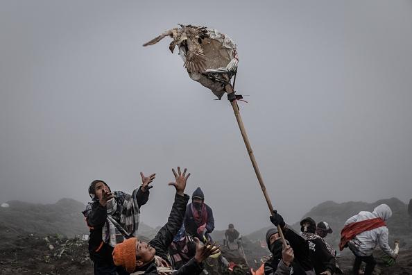 お祭り「Indonesians Perform Kasada Ritual On Mount Bromo」:写真・画像(10)[壁紙.com]