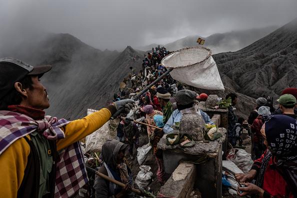 Asia「Indonesians Perform Kasada Ritual On Mount Bromo」:写真・画像(19)[壁紙.com]
