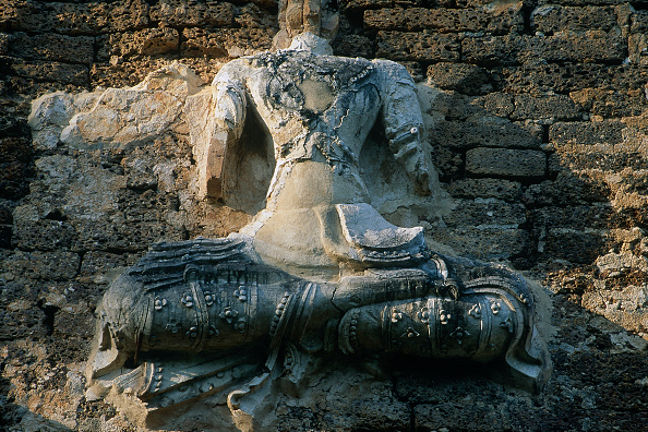 2002「Exterior carving at Wat temple. Chiang Mai, Thailand.」:写真・画像(1)[壁紙.com]