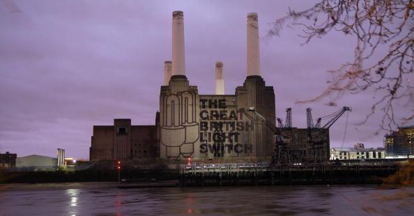 Light Bulb「Projection Appears on London's Battersea Power Station」:写真・画像(18)[壁紙.com]
