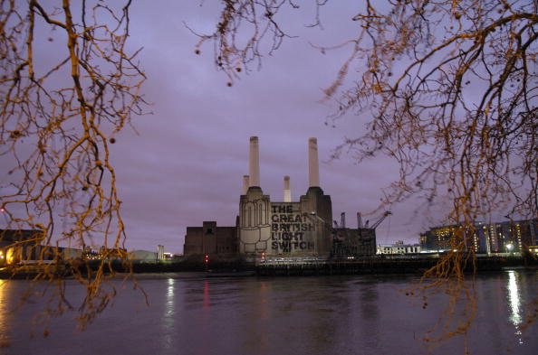 Light Bulb「Projection Appears on London's Battersea Power Station」:写真・画像(7)[壁紙.com]