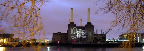 Light Bulb「Projection Appears on London's Battersea Power Station」:写真・画像(19)[壁紙.com]