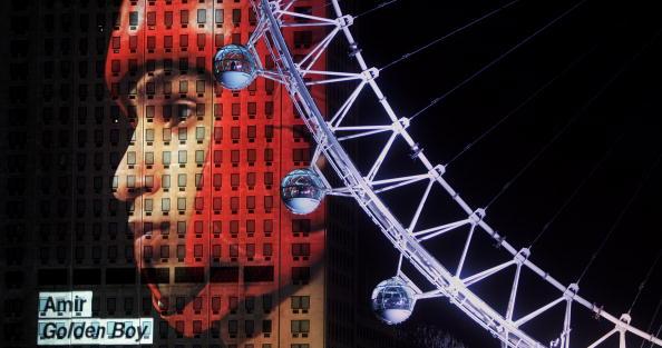 Shell Building「New Years Eve 2005」:写真・画像(1)[壁紙.com]