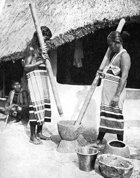 Newar women pounding grain, Nepal, 1936.Artist: Ewing Galloway:ニュース(壁紙.com)