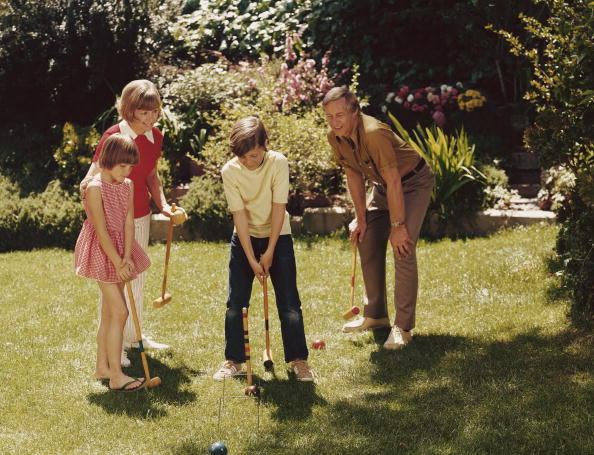 Front or Back Yard「Family Croquet」:写真・画像(2)[壁紙.com]