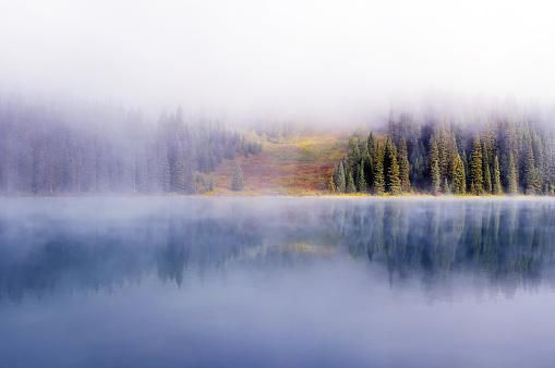 Yoho National Park「Foggy Emerald Lake,Yoho National Park, Canada」:スマホ壁紙(2)