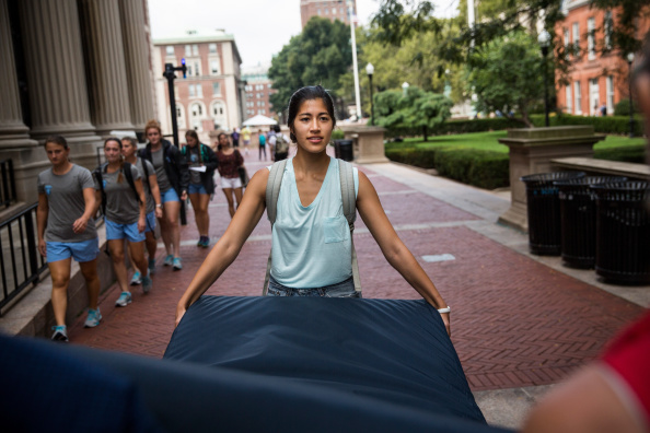 Columbia University「Columbia Student Carries Mattress Around Campus Until Her Alleged Rapist Is Expelled」:写真・画像(13)[壁紙.com]