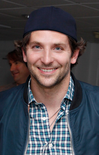 Headwear「Backstage at 54 Below: Victor Garber, Bradley Cooper, Nathan Lane & More」:写真・画像(18)[壁紙.com]