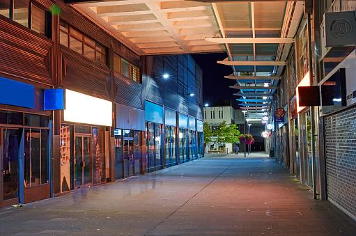 City Street「High Street in centre of Swindon at night」:スマホ壁紙(17)