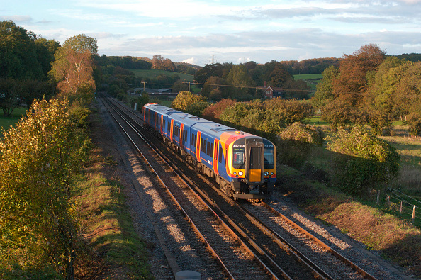 Finance and Economy「A South West Trains train in action」:写真・画像(8)[壁紙.com]