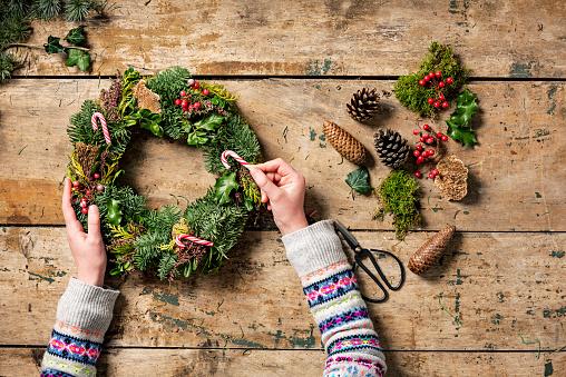 Denmark「Overhead view of Christmas wreaths being made.」:スマホ壁紙(1)