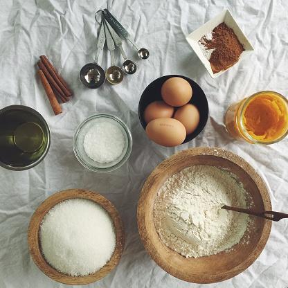 Cake「Overhead view of cake baking ingredients」:スマホ壁紙(18)
