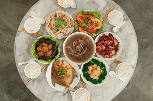 Lunar New Year;「Overhead view of a Chinese New Year reunion dinner」:スマホ壁紙(8)