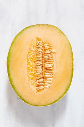 メロン「Overhead view of halved melon」:スマホ壁紙(10)