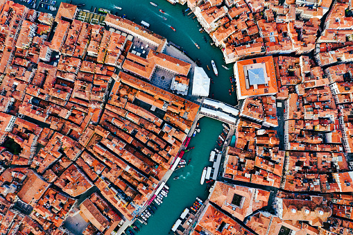 Canal「Overhead view of Rialto bridge, Venice, Italy」:スマホ壁紙(16)
