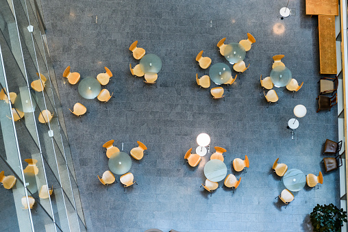 Building Atrium「Overhead view of modern office meeting area」:スマホ壁紙(5)