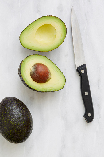 Avocado「Overhead view of halved avocado and knife」:スマホ壁紙(16)