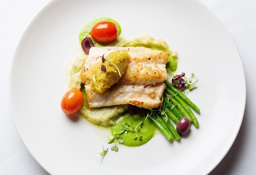 Bush Bean「Overhead view of healthy and delicious grilled fish restaurant dish」:スマホ壁紙(10)