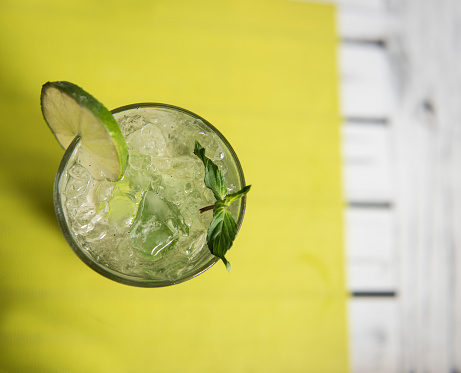 Cocktail「Overhead view of a Mojito drink on a table」:スマホ壁紙(6)