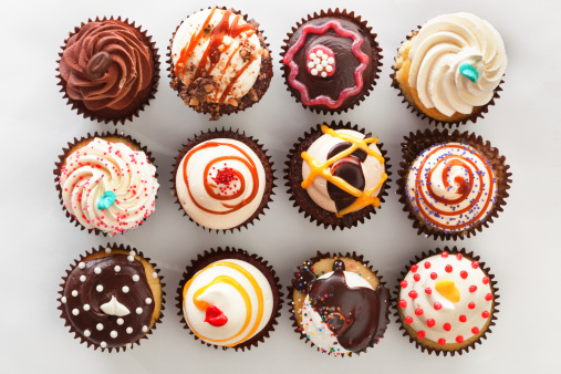 Cake「Overhead view of tray with cupcakes」:スマホ壁紙(3)