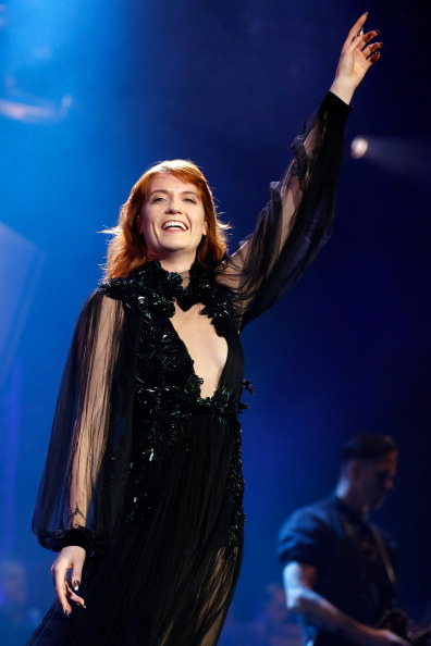 Bell Sleeve「Florence And The Machine Perform At The 02 Arena」:写真・画像(13)[壁紙.com]