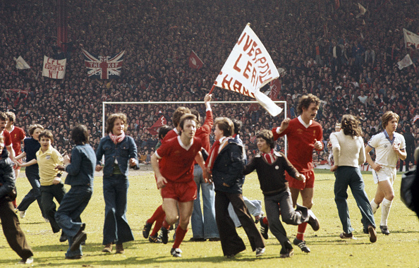 1970-1979「Liverpool players and Fans celebrate Winning the 1976/77 First Divsion」:写真・画像(12)[壁紙.com]