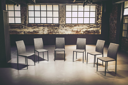 Workshop「Large group of chairs ready for group therapy.」:スマホ壁紙(13)