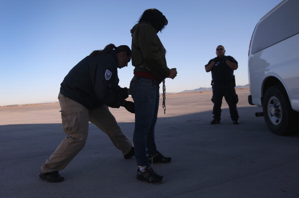 アメリカ合衆国「ICE Detains And Deports Undocumented Immigrants From Arizona」:写真・画像(17)[壁紙.com]