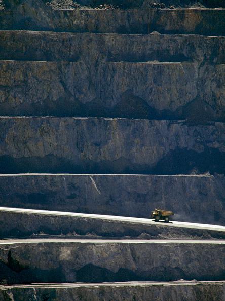 Dust「Rigid 200t dumper truck. Kennecott Bingham Canyon copper and gold mine, the biggest hole in the world. Salt Lake City, Utah, USA.」:写真・画像(16)[壁紙.com]