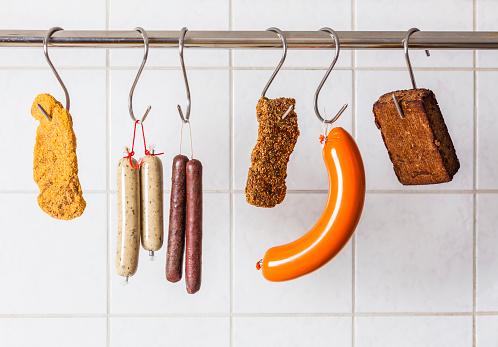 Vegetarian Food「Vegan and vegetarian sausages and steaks hanging on hooks」:スマホ壁紙(13)