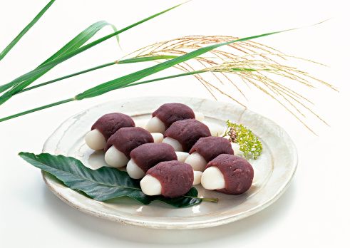 月見だんご「Dumplings Offered to the Moon and Japanese Pampas Grass」:スマホ壁紙(11)