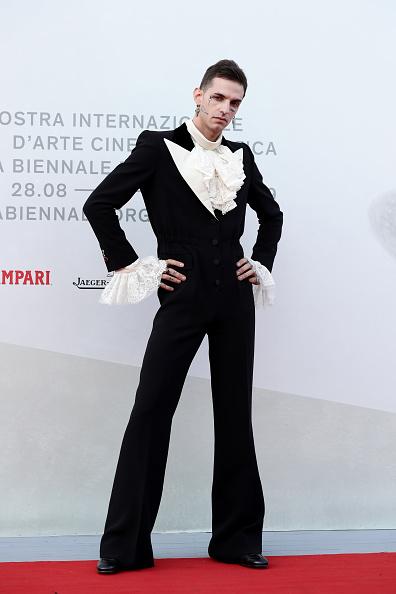 "Cross Shape「""Happy Birthday"" Red Carpet Arrivals - The 76th Venice Film Festival」:写真・画像(8)[壁紙.com]"