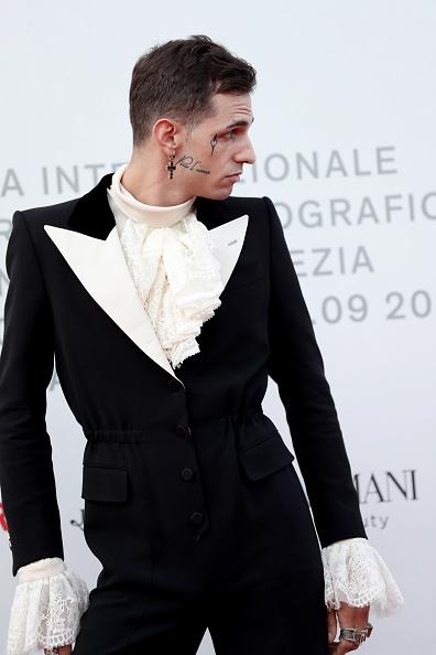 "Cross Shape「""Happy Birthday"" Red Carpet Arrivals - The 76th Venice Film Festival」:写真・画像(5)[壁紙.com]"