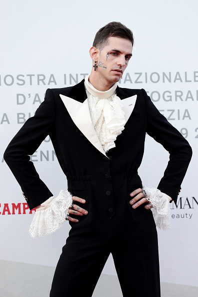"Cross Shape「""Happy Birthday"" Red Carpet Arrivals - The 76th Venice Film Festival」:写真・画像(9)[壁紙.com]"