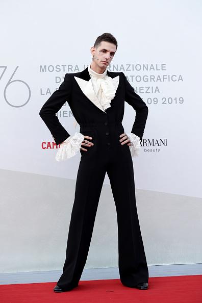 "Cross Shape「""Happy Birthday"" Red Carpet Arrivals - The 76th Venice Film Festival」:写真・画像(15)[壁紙.com]"