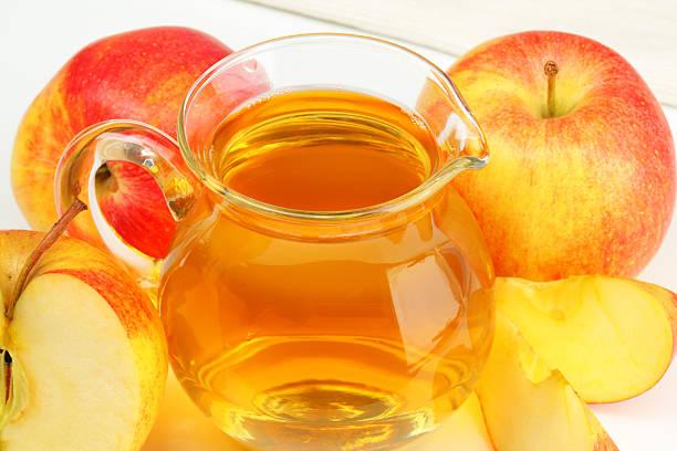 水差しのアップルサイダーとリンゴ:スマホ壁紙(壁紙.com)