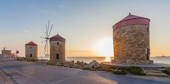 Aegean Sea「Greece, Rhodes, mole of Mandraki harbour with windmills at sunset」:スマホ壁紙(5)