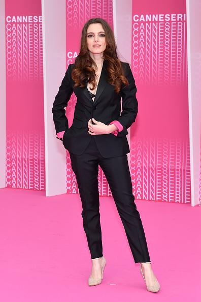 茶髪「'Aqui En La Tierra' and 'Il Cacciatore' Pink Carpet Arrivals - The 1st Cannes International Series Festival」:写真・画像(15)[壁紙.com]