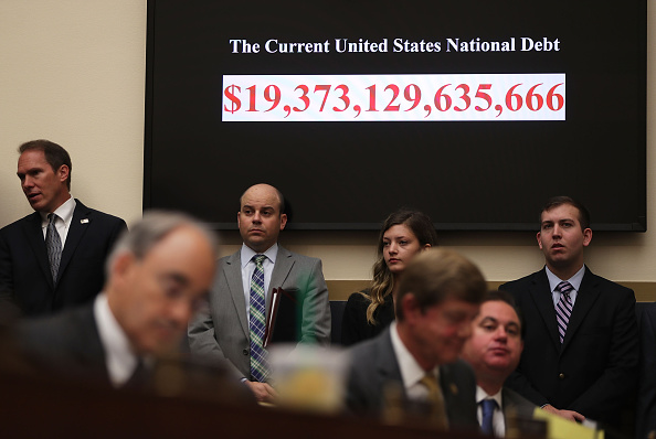 Debt「HUD Secretary Julian Castro Testifies To House Financial Services Committee On Department's Accountability」:写真・画像(19)[壁紙.com]