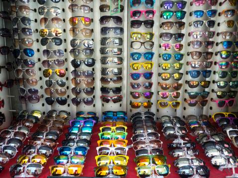 Market Stall「Fake designer sunglasses on a market stall」:スマホ壁紙(11)