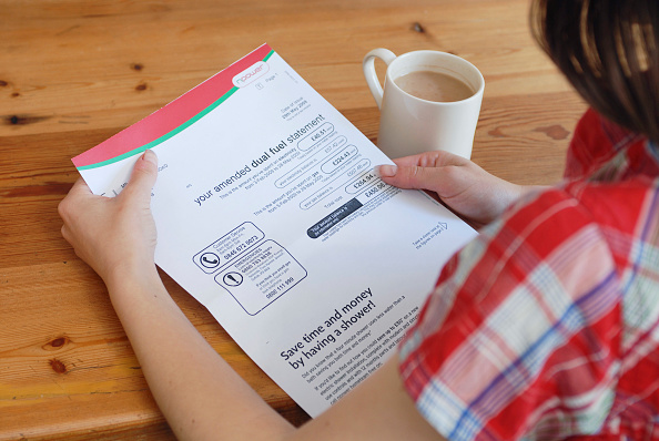 Finance「Young person looking at utility bill.」:写真・画像(18)[壁紙.com]