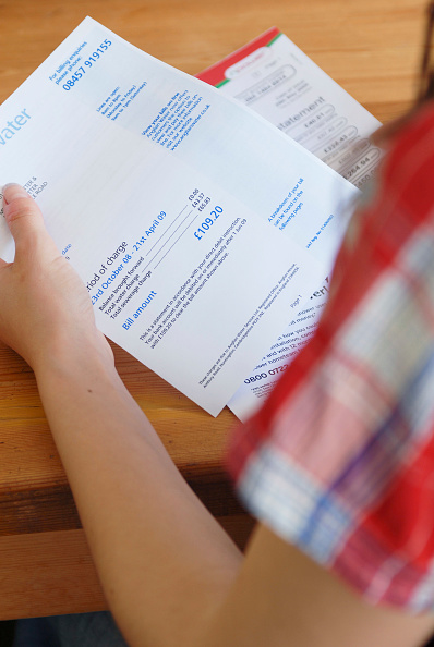 Finance「Young person looking at utility bill.」:写真・画像(10)[壁紙.com]
