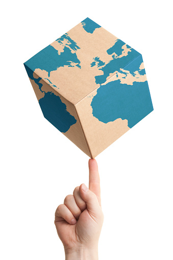 Human Hand「Worldwide parcel delivery cardboard box and world map」:スマホ壁紙(17)