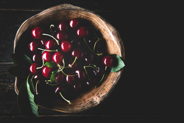 Ripe sweet cherry in wooden bowl on dark background:スマホ壁紙(壁紙.com)