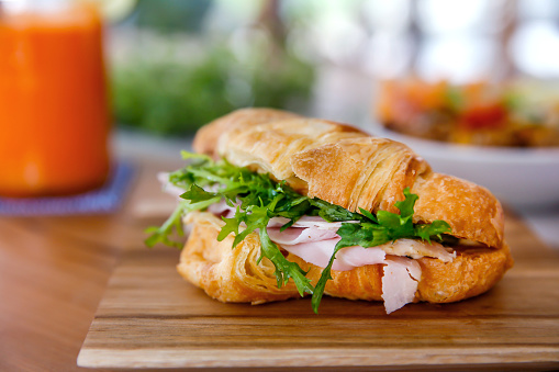 Vegetable Juice「Croissant sandwich with ham and arugula」:スマホ壁紙(17)
